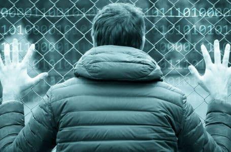 """Sistema de inteligência artificial nos EUA prevê o """"índice de reincidência"""" dos acusados"""