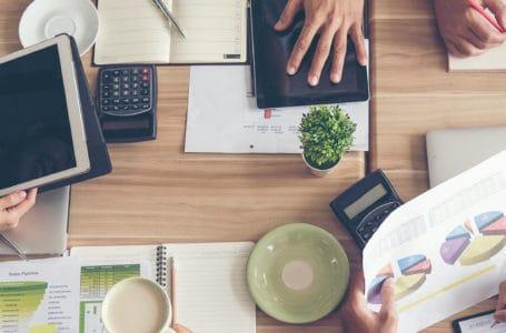 Departamentos jurídicos preferem Excel a sistemas de inteligência artificial para gerenciar contratos